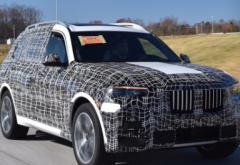 全新宝马X7的首批预生产版本已从斯巴达堡工厂推出